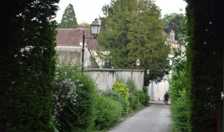 Centre ville d'Auxerre. Ici, à proximité de la bibliothèque municipale.